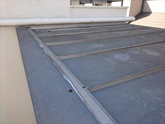 タテ葺き屋根