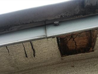 金属の収縮による釘穴の隙間にも注意が必要