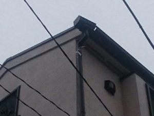 雨樋の外れた三階の屋根部分