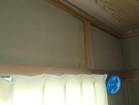 和室窓側のシミ