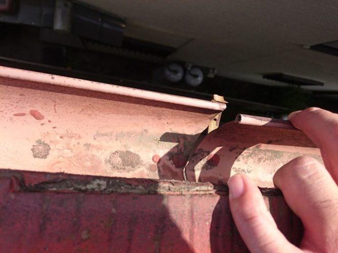 雨樋の破損部分
