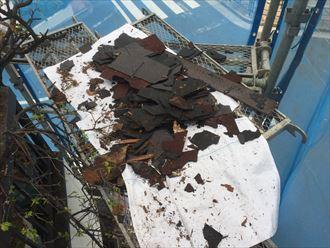 屋根の残骸です