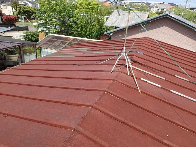 錆が全体に広がったトタン屋根