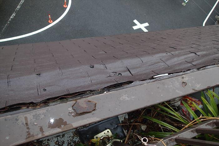 文京区駒込のお宅で屋根材を剥がしてみるとその下に防水シートが貼ってありませんでした