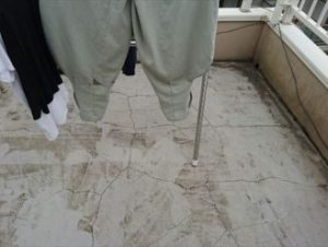 屋上のひび割れ