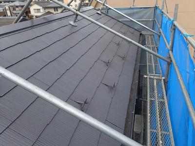 屋根塗装と棟板金交換を行ったスレート屋根