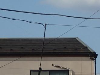 スレート屋根の右端