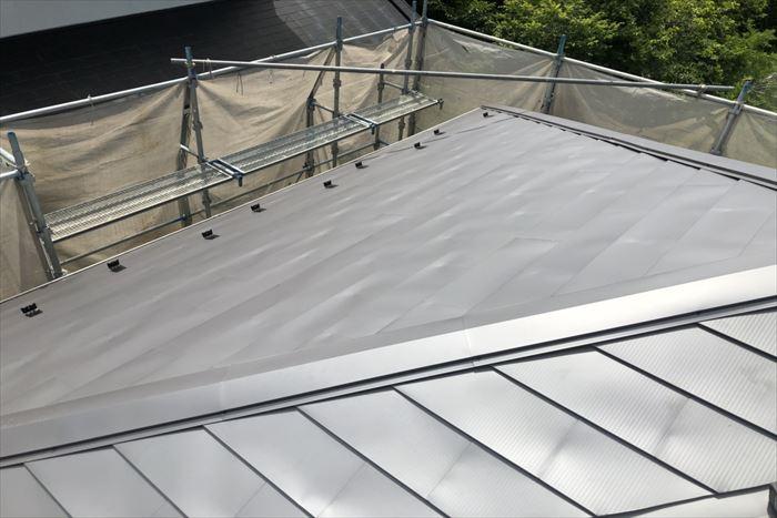 ガルバリウム鋼板屋根カバー工事