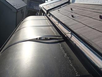 捲れたポリカ屋根
