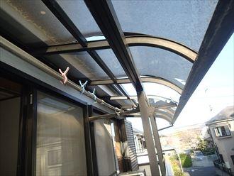 浮き上がったベランダ屋根