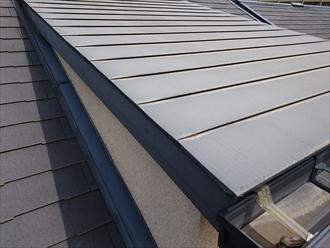 勾配が緩い屋根には横葺きは不向きです
