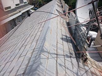 急勾配屋根の上には棟板金が取りてけてあります