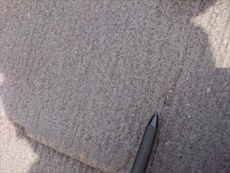 西東京市中町でヒビ割れたコロニアルNEOをガルバリウム鋼板で屋根カバー工事します