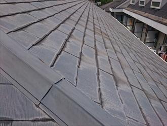 塗装しても表面が劣化しているスレート屋根