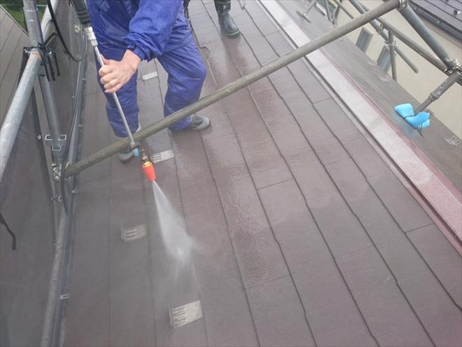 高圧洗浄で汚れがどんどん落ちていきます