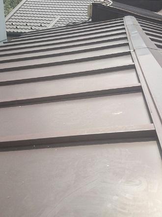 状態の良いガルバリウム鋼板の屋根