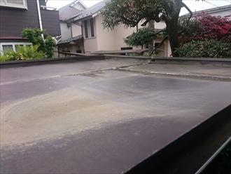 板金の繋ぎ部分から雨水が入り込んでしまいます