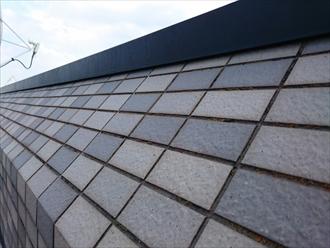 タイルの斜壁の上にガルバリウム鋼板を被せます
