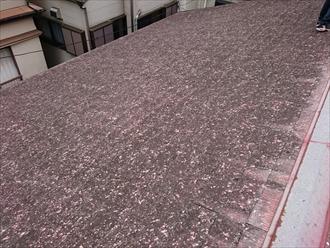 スレート表面の斑点は雹がぶつかった跡です
