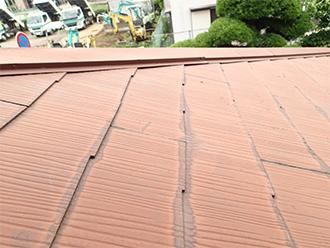 塗膜がはがれ雨水が染みたスレート屋根