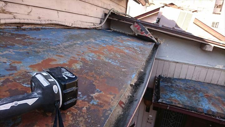 トタン屋根表面