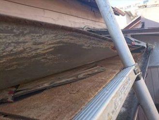 トタン屋根をめくる