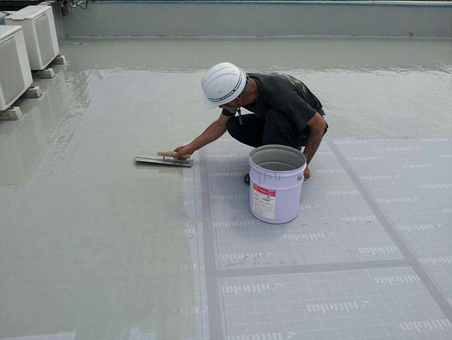 ガラスマットを敷き詰めFRP樹脂を塗布します