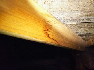 天井裏の柱シミ