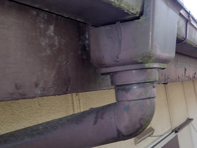 雨樋も損傷が見られます