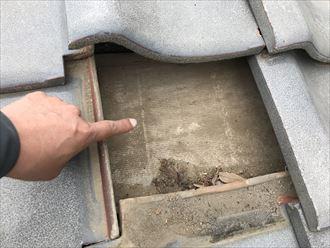 瓦屋根の下の防水シート