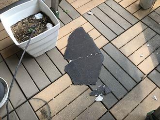 飛ばされてしっまたスレート屋根の破片