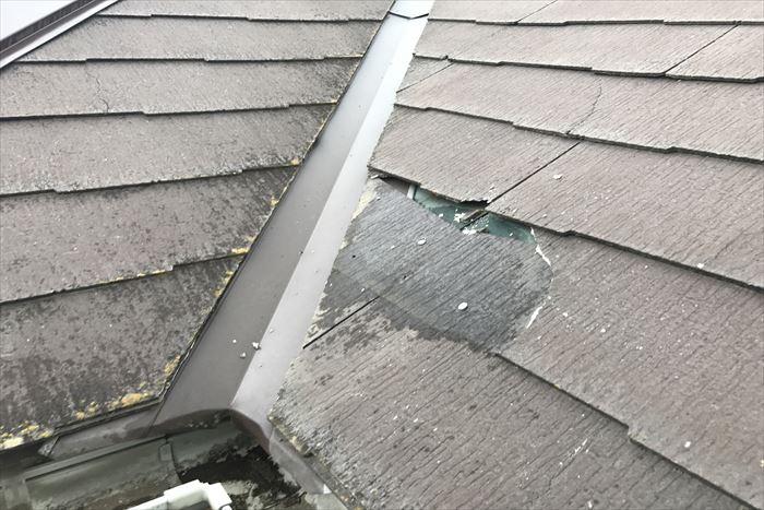 荒川区東日暮里で築20年のお宅のスレート屋根が強風で部分的に飛散した為調査に伺いました。
