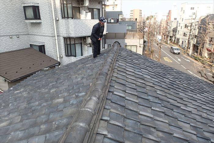 文京区本駒込で築50年の瓦屋根を点検調査、ガルバリウム鋼板の葺き替えのご提案