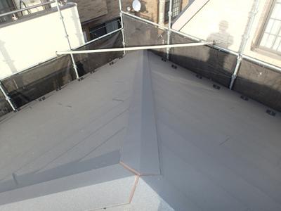 スーパーガルテクトで屋根カバー工法された屋根