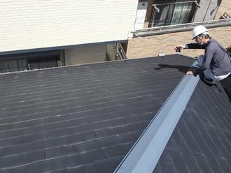 屋根カバー工法で解体する箇所、棟板金