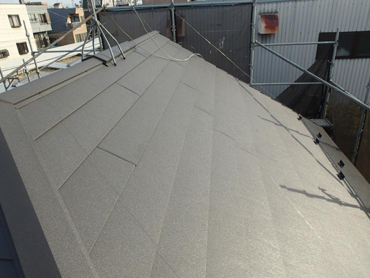 竣工、スーパーガルテクトによる屋根カバー工事