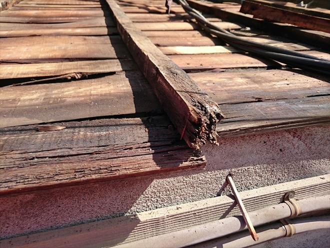 渋谷区代々木で下地が劣化した瓦棒葺き屋根は葺き替え工事で直します
