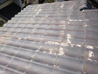 表面が剥がれたかわらUの屋根