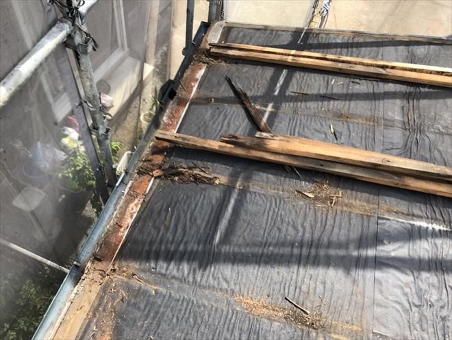 腐食した屋根の下地