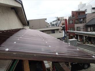 板橋区仲宿で台風被害を受けた波板を火災保険を使って張り替えました