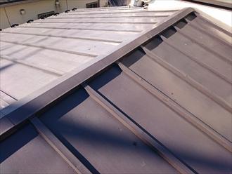 瓦棒葺き屋根は葺き替え工事で直します