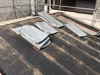稲城市百村で雨漏りしているトタンの瓦棒葺き屋根をガルバリウム鋼板へ葺き替え工事