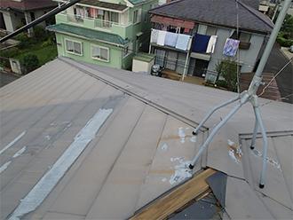 アンテナから錆びや塗料が垂れた跡