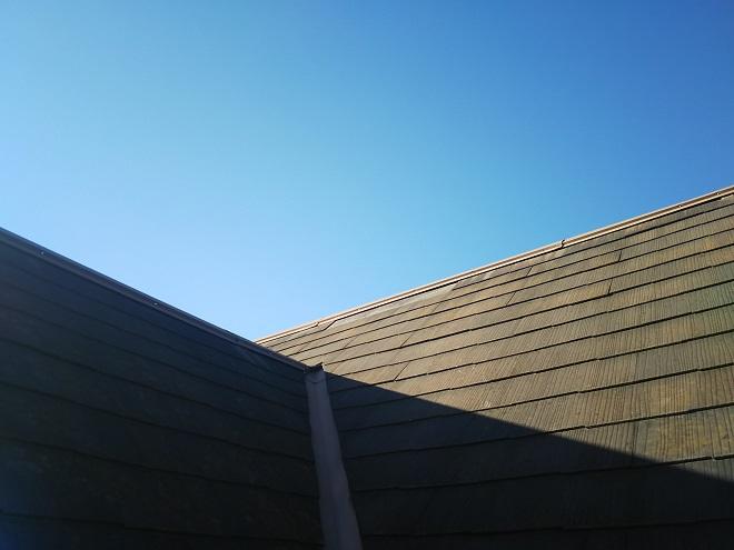 屋根材が脱落したスレート屋根