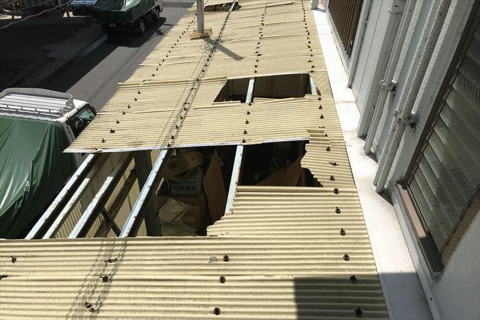 江東区江東橋でポリカ波板が強風で飛散した為点検調査を実施。強風被害による交換工事は火災保険の適用が出来ます。