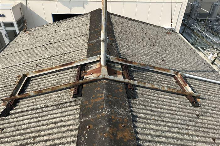 江東区新木場で築40年の倉庫の波型スレート屋根を点検調査いたしました