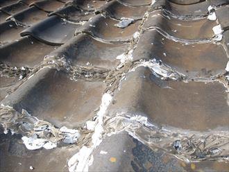 瓦屋根の補修跡