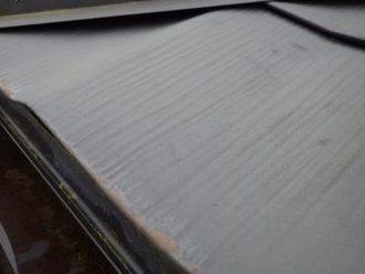 錆びが出始めている金属屋根