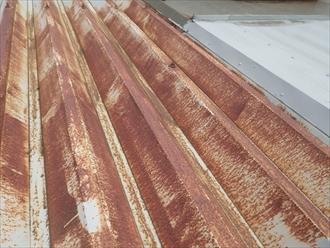 サビて真っ赤になった折板屋根