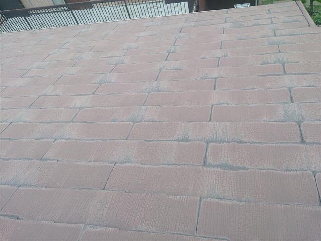 塗装してあるスレート葺き屋根
